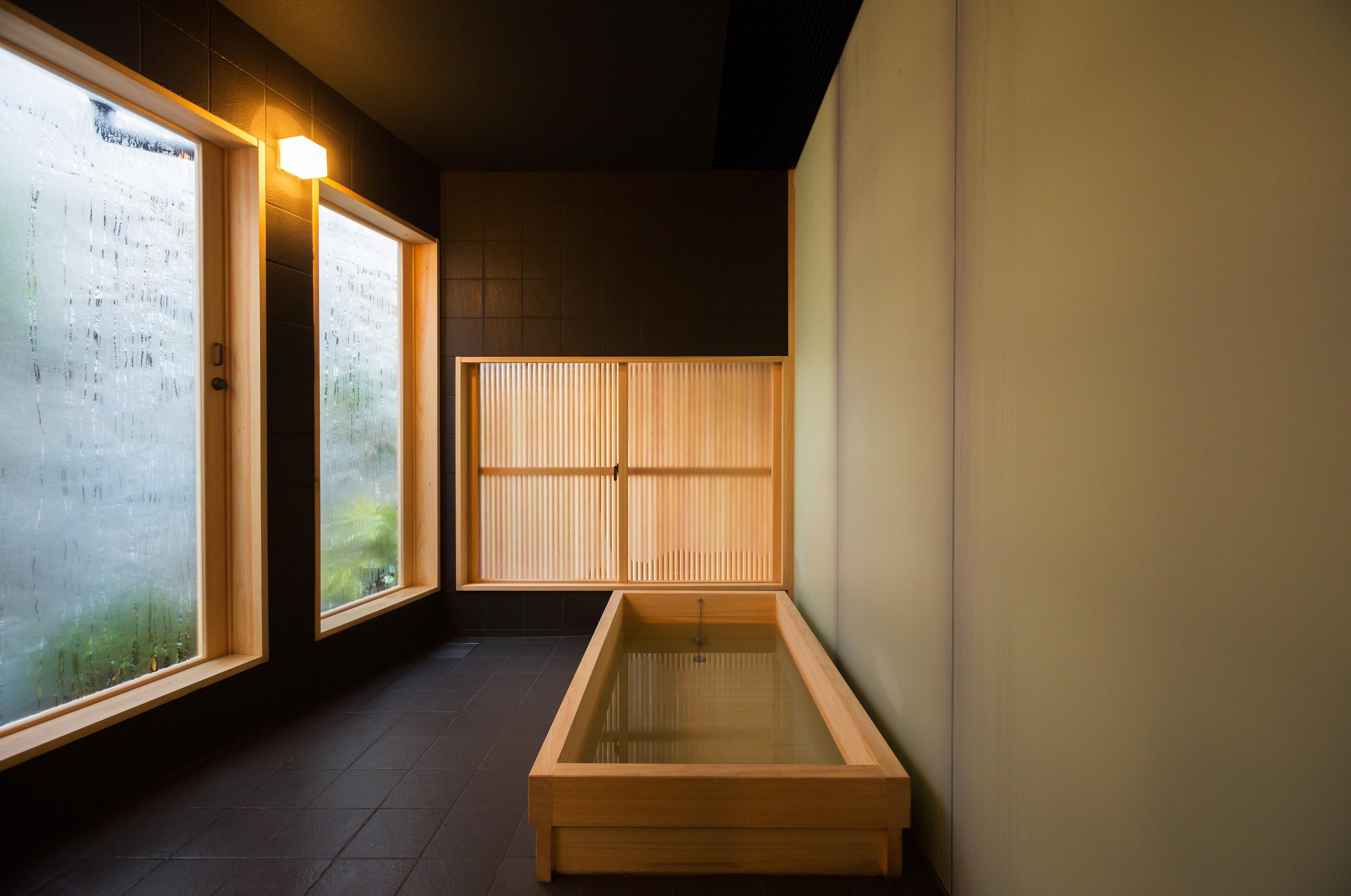 檜の香る浴室