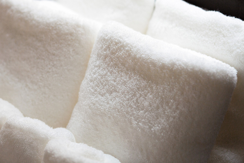 We use O.H.T towels, made by the long-established Masaoka Towel Company. These towels are highly recommended by Masaoka's president, and are made from Tanguis cotton. This cotton is carefully selected when still raw by their cotton-spinning company. You've never felt such a soft, resilient touch.