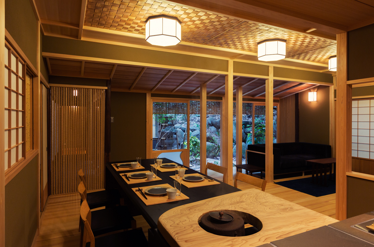 Living room with tea-ceremony house atmosphere, and a dining table which can be used for a chair-seated style tea ceremony.